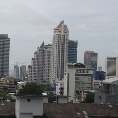 Photo taken at AIG Tower by Thanapone C. on 8/2/2014