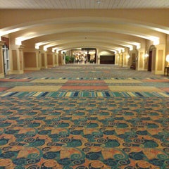 Photo taken at Rosen Centre Hotel by Robert P. on 5/5/2013