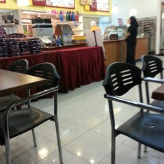 Photo taken at Dunkin' Donuts by Edy_PJ on 2/3/2014
