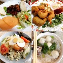 Photo taken at สอาดโภชนา (Sa-ad) by Chompoo ห. on 10/7/2015