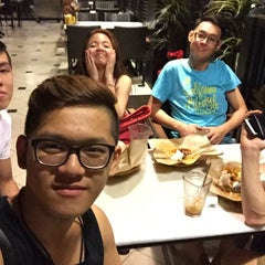 Photo taken at OldTown White Coffee by Chang T. on 2/26/2015
