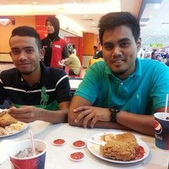 Photo taken at KFC by Adib Afiq M. on 5/17/2014
