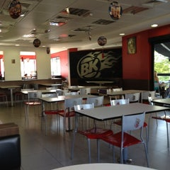 Photo taken at Burger King by Giovanni M. on 5/4/2012