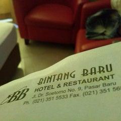 Photo taken at Hotel Bintang Baru by Deka H. on 5/17/2014