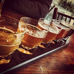 Photo taken at Flying Goose Brew Pub & Grille by Justine J. on 3/23/2013