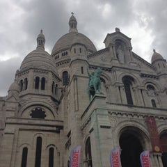 Photo taken at Montmartre by Diana on 8/23/2014