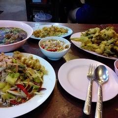Photo taken at ร้าน แซ้บเวอร์ (มหาดไทย) by Supot N. on 9/30/2014