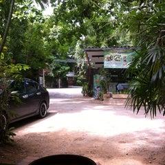 Photo taken at ขนมจีนบุฟเฟ่ต์บ้านไทรร่มเย็น by Alice _. on 7/6/2015