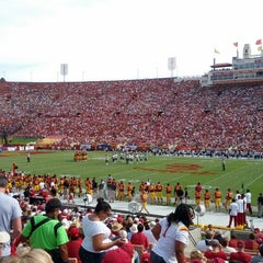 Photo taken at Los Angeles Memorial Coliseum by robin r. on 9/22/2012