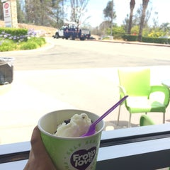 Photo taken at Froyo Love by Dalia L. on 6/4/2014
