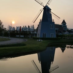Photo taken at The Windmill (บ้านกังหัน) by Pao P. on 12/28/2013