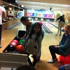 Photo taken at Bowlingcentrum 's-heerenberg by Nuray K. on 4/4/2015