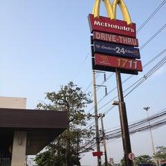 Photo taken at McDonald's (แมคโดนัลด์) by Kanin K. on 3/18/2013