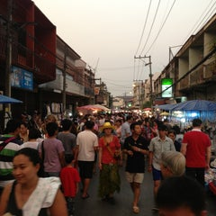 Photo taken at ถนนคนเดินวัวลาย (Wualai Saturday Nightmarket) by Ballaby M. on 3/2/2013