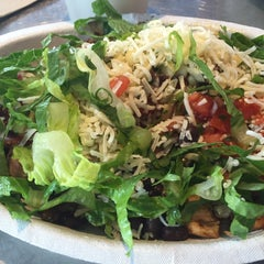 Photo taken at Chipotle Mexican Grill by Mazanin F. on 12/5/2014