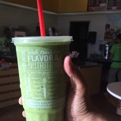 Photo taken at Robeks Fresh Juices & Smoothies by Majed on 10/11/2014