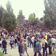 Das Foto wurde bei Flohmarkt am Mauerpark von Juan Manuel S. am 6/30/2013 aufgenommen