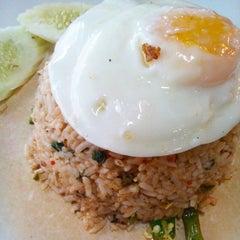 Photo taken at Restoran Lawang Sari by Ayie J. on 12/15/2014