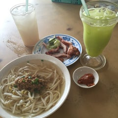 Photo taken at Taiwan Noodle House by M W. on 5/24/2015