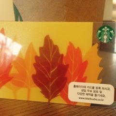 Photo taken at Starbucks by Sunho on 8/24/2015