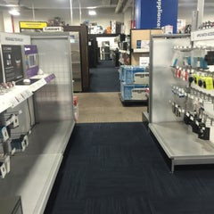 Photo taken at Best Buy by Jason A. on 7/14/2015