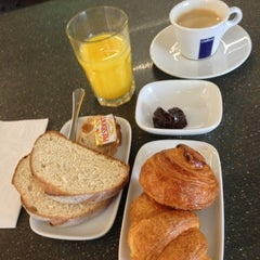 Photo taken at Eurostar Business Premier Lounge by Laurent D. on 1/6/2013