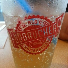 Photo taken at Fuddruckers by Erica S. on 6/1/2013