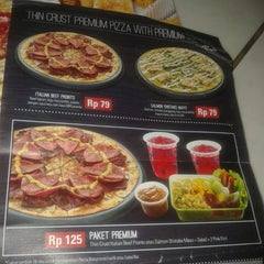 Photo taken at Pizza Hut by RULLY S. on 6/7/2014