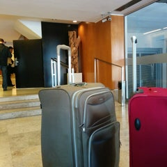 Photo taken at Aspen Suites Hotel by Henrique L. on 8/12/2014