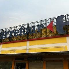 Photo taken at Carrefour by Indira Renantera on 11/11/2012