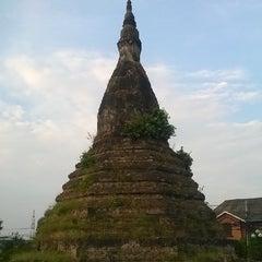 Photo taken at That Dam Stupa by Kuruma on 5/2/2014