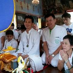 Photo taken at Suvarn Dararama Temple by Paradee P. on 8/30/2014
