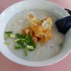 Photo taken at Chai Chee Pork Porridge by Christina L. on 8/3/2013