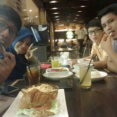 Photo taken at Moonlight Cake House by El ~. on 6/9/2015