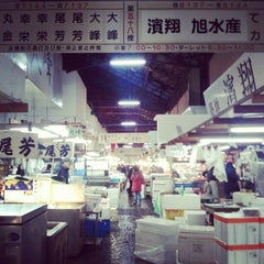 Photo taken at 築地市場 (Tsukiji Fish Market) by Cindy Z. on 2/18/2013