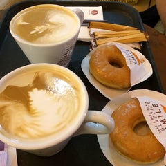 Photo taken at J.Co Donuts & Coffee by Afrina R. on 8/20/2014