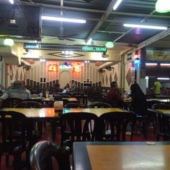Photo taken at Restaurant Sayam by Itsmeizzs on 2/2/2016