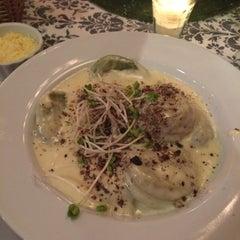 Photo taken at VeintiCinco Restaurant by Bárbara B. on 12/3/2014