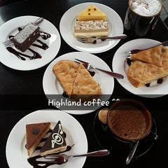 Photo taken at Highlands Coffee by Jaclyn Y. on 1/18/2015