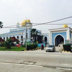 Photo taken at Masjid Al Rahimah Kuala Kubu Bharu by asyraf k. on 4/23/2016