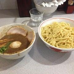 Photo taken at 麺屋白頭鷲 by Ippei W. on 7/5/2014