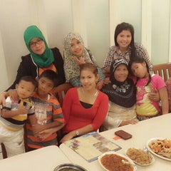 Photo taken at Everfresh Fish Market & Resto by Rohma A. on 5/15/2014