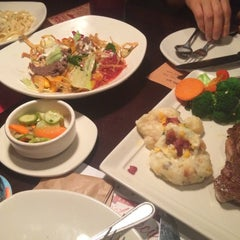 Photo taken at OUTBACK Steakhouse by Sohee K. on 7/31/2015