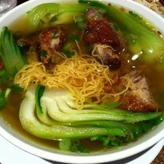 Photo taken at Pho Kim Long II by Tri B. on 10/11/2012