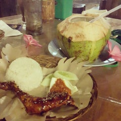 Photo taken at Kampoeng Makan Joglo 21 by Nenny Fatimah A. on 2/2/2015