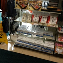 Photo taken at セブンイレブン 新横浜3丁目店 by Hiro on 12/21/2014