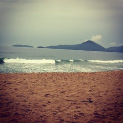 Photo taken at Praia Vermelha do Centro by Mariane B. on 12/16/2012