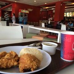 Photo taken at KFC by Alan Y. on 10/13/2014