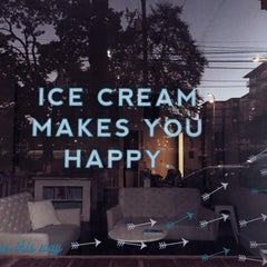 Photo taken at Molly Moon's Homemade Ice Cream by Ahmet on 10/7/2014