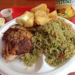 Photo taken at Super Pollo by FonsecaAtLarge on 12/4/2013